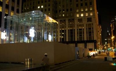 The Cinquime Avenue Apple Store under construction