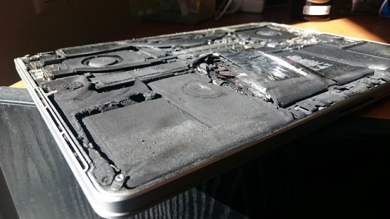MacBook Pro Retina battery explodes 2 - Story: the battery of its MacBook Pro Retina 2015 explodes