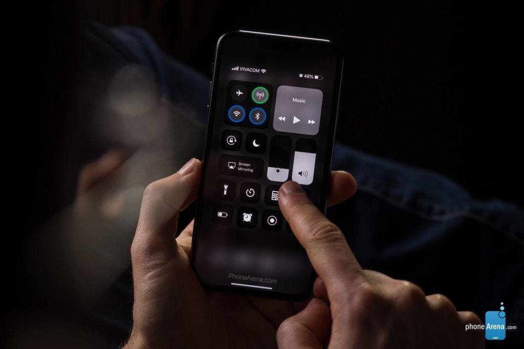 iPhone 11 XI dark 3D rendering iOS 13 3 1024x683 - iOS 13: a 3D rendering of the dark mode on the iPhone XI