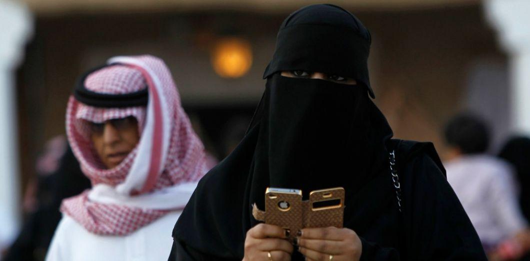 Saudi Arabian woman - Google and Apple refuse to remove the app that tracks Saudi women