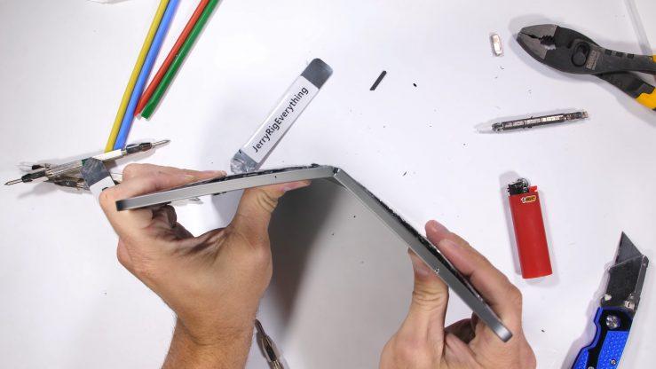 iPad Pro 2018 Fold in Half 739x416 - Is the new iPad Pro 2018 easily foldable?