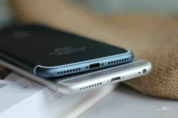 iPhone 7 Plus Bleu Nuit 7 - iPhone 7 & 7 Plus : Foxconn aurait déjà expédié 370 000 exemplaires