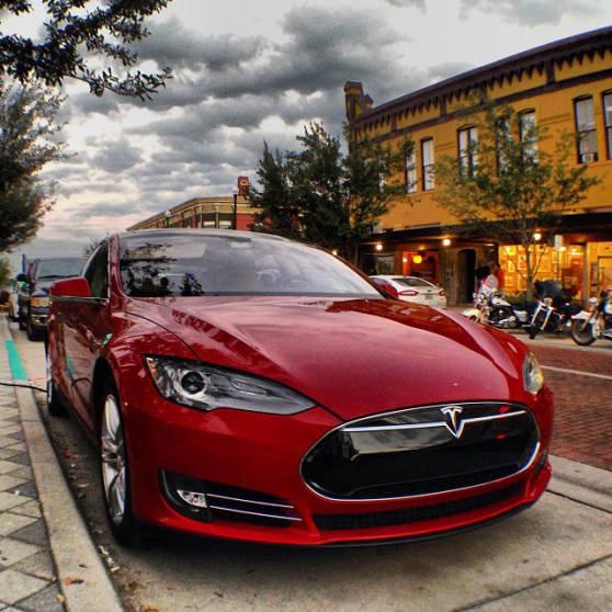 rumeur Apple veut racheter Tesla - Apple : vers l
