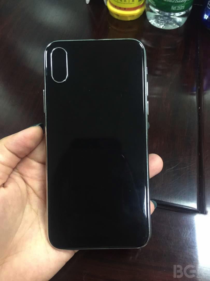 bgr iphone 8 maquette 3 768x1024 - iPhone 8 : une nouvelle maquette du smartphone sous tous les angles